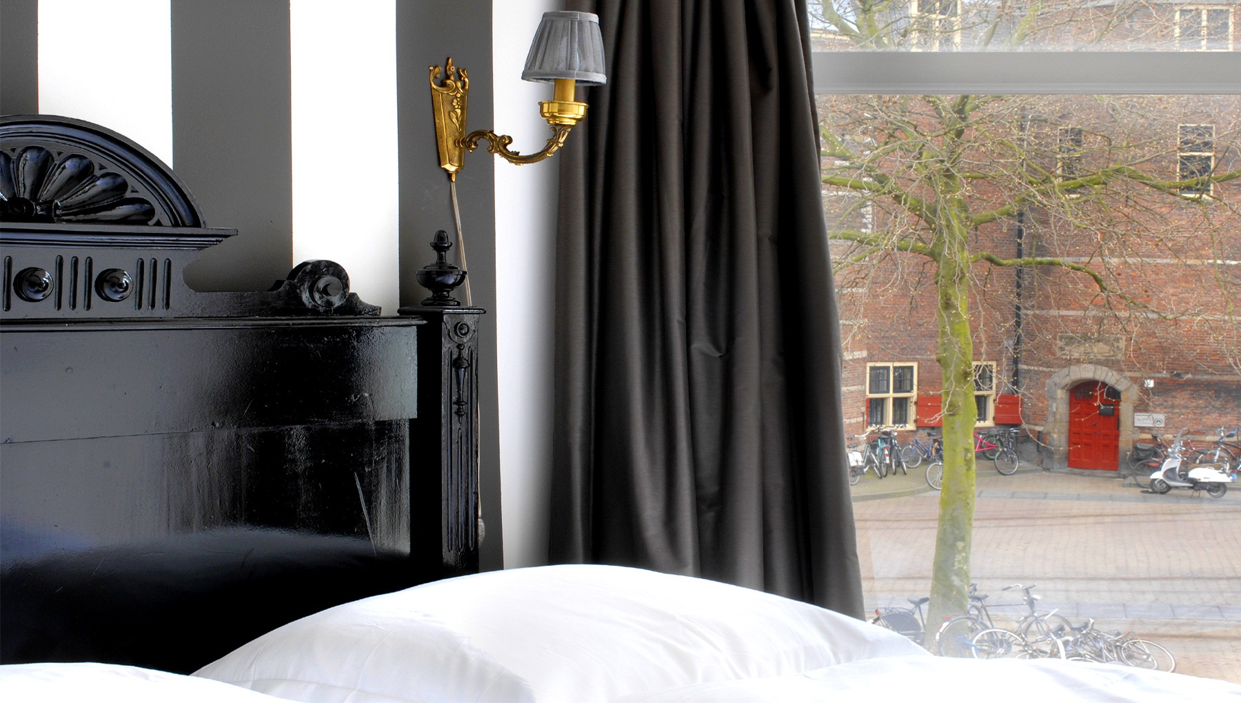 inn old amsterdam b b i amsterdam. Black Bedroom Furniture Sets. Home Design Ideas